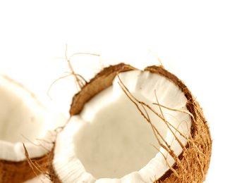2 coques de Coco pour donner l'huile de Coco